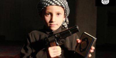 Los cuales aparecen con armas Foto:Twitter.com – Archivo