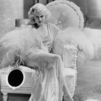 A Jean Harlow también le pasó lo mismo. Fue la primera rubia platino de la historia del cine. Foto:vía Getty Images