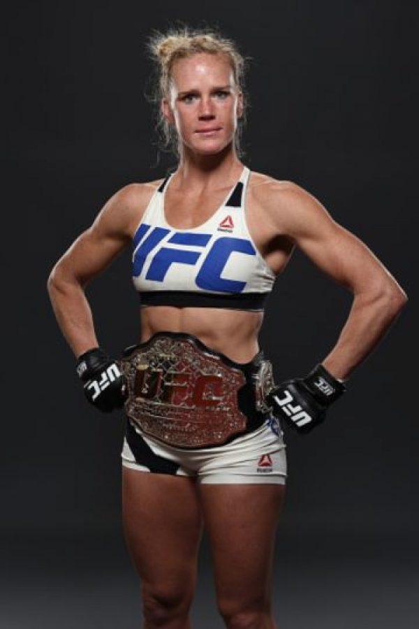 Y el cinturón de campeona le pertenece ahora a Holly. Foto:Getty Images