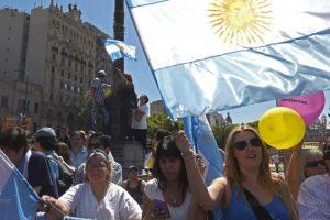 Miles de personas se dieron cita afuera del congresio Foto:AFP