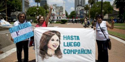 Sus seguidores se dan cita en la Plaza de Mayo Foto:AP