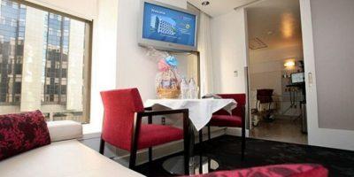 Un recibidor con comedor para sus invitados Foto:Cedars Sinai