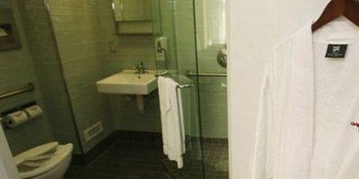 Cuenta con un baño privado para el paciente y ropa de cama. Foto:Cedars Sinai