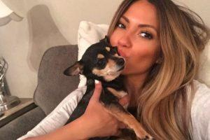 Entre sus mascotas hay perros y cerditos. Foto:vía instagram.com/jessicaburciaga