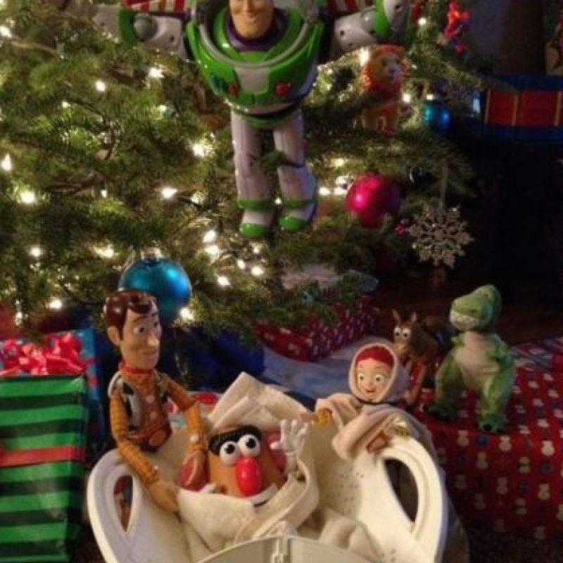 "Aquí, la película ""Toy Story"" protagonizó la escena Foto:Reddit"