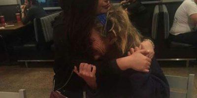 Todos le daban sobras a una mujer sin hogar. Ella le compró un plato de comida y el gesto se volvió viral. Foto:vía Facebook/Carmen Mendez