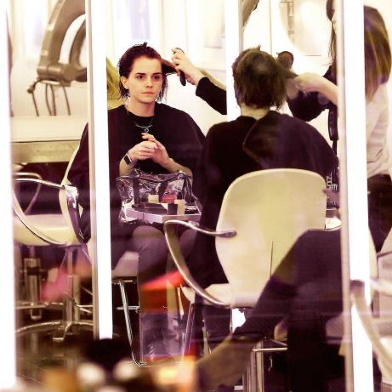 Emma Watson decidió realizarse un radical cambio de look Foto:Grosby Group