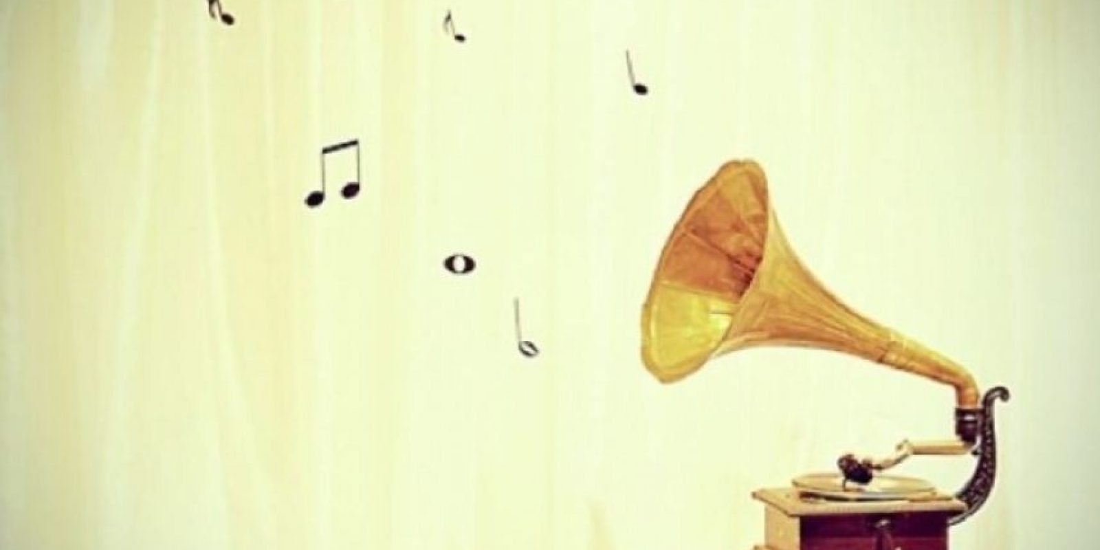 4. Si se ajustan bien, los cascos y los auriculares permiten escuchar música con claridad a volúmenes bajos, y cuando aíslan del ruido del entorno permiten escuchar el sonido a un volumen más bajo del que sería necesario en caso de no ser aislantes. Foto:vía Tumblr.com