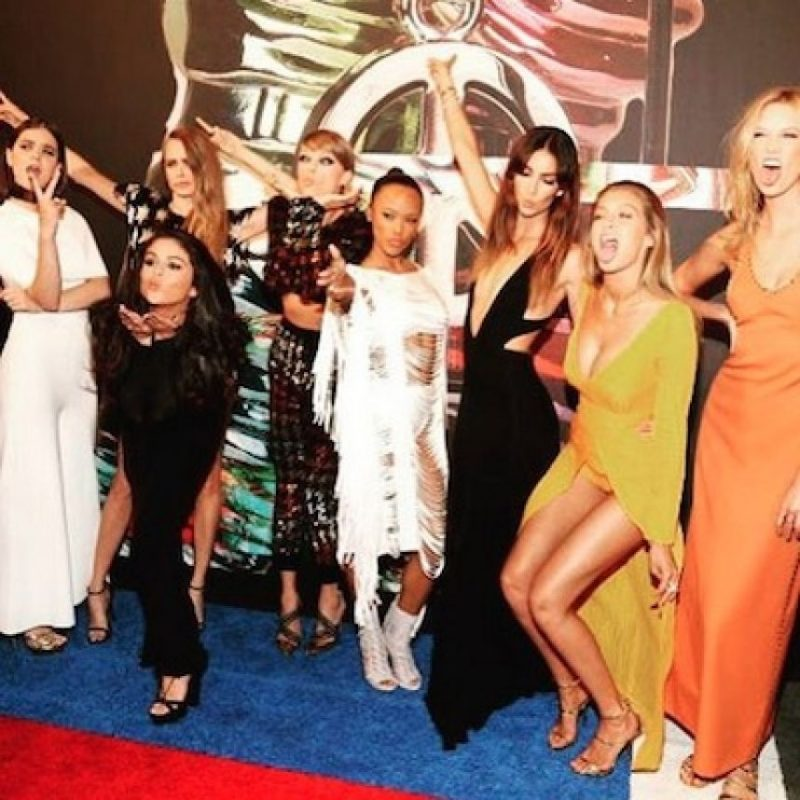 """Y su """"squad"""" está integrado por celebridades como: Selena Gómez, Cara Delevingne, Karlie Kloss, Gigi Hadid, entre otras. Foto:Instagram/taylorswift"""