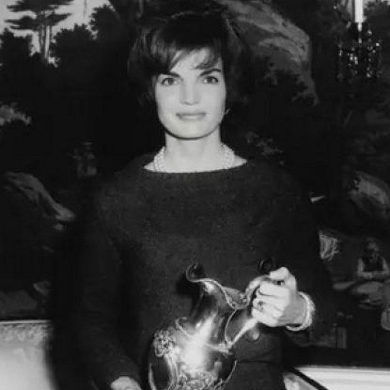 Jackie Kennedy Onassis llegó a lucir un anillo de 40 quilates que tenía un costo de 2.6 millones de dólares. Foto:Pinterest