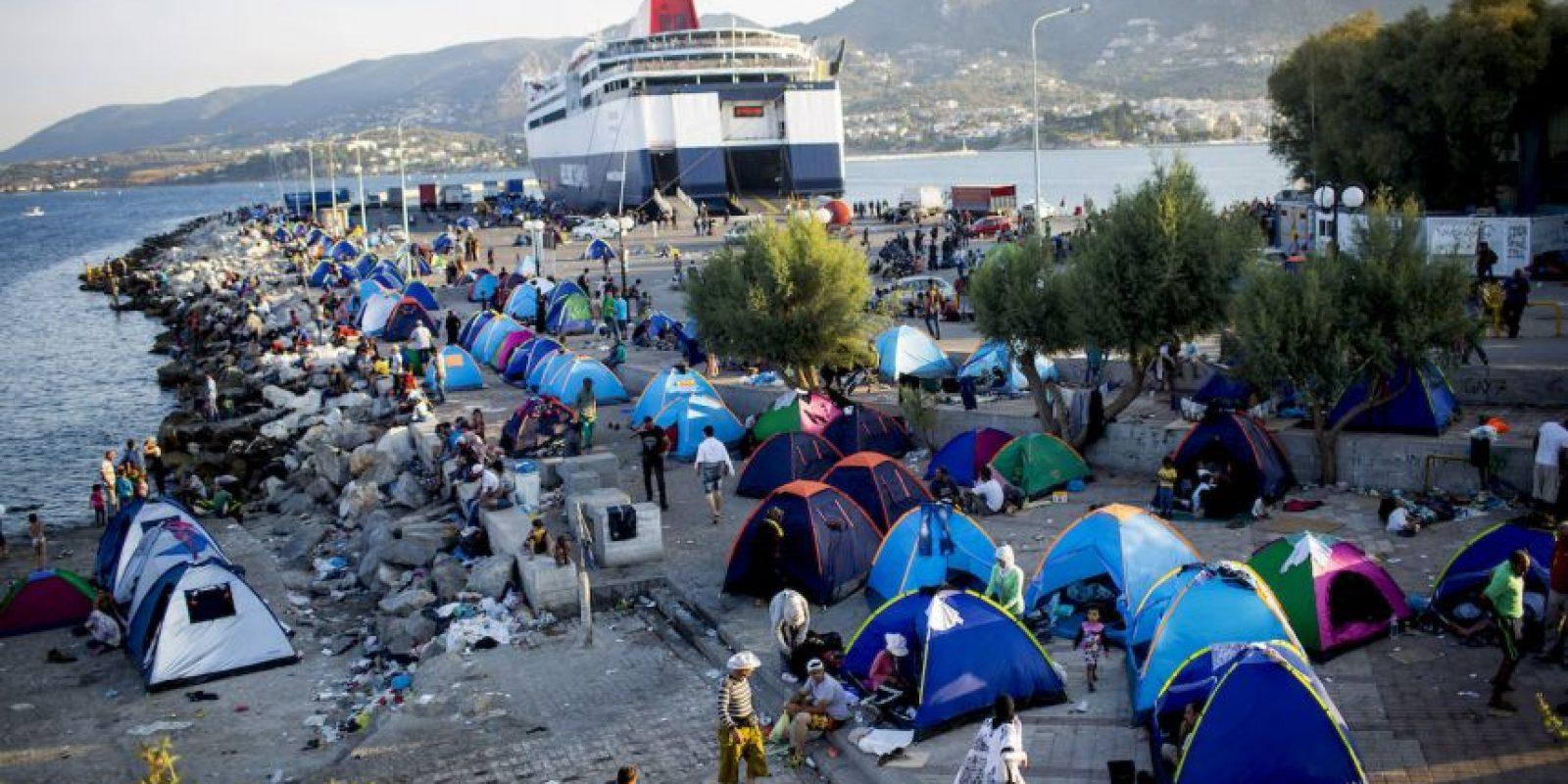 Estos son llevados en precarias embarcaciones. Foto:Getty Images