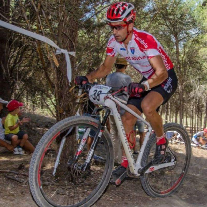 Él sufrió dos averías durante la competencia y cree que sin ellas, habría sido el ganador. Foto:Vía facebook.com/ismael.esteban1