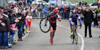 Esto ocurrió durante la Carrera de Ciclocrós de Puente Viesgo, en Asturias, España. Foto:Vía facebook.com/ismael.esteban1