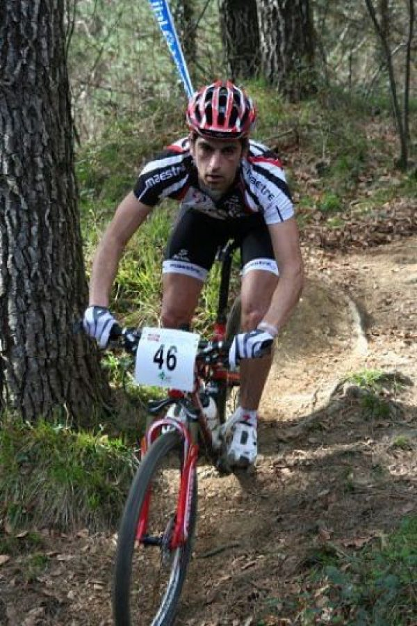 Él es Ismael Esteban, el ciclista al que se le averió la bicicleta durante la carrera. Foto:Vía facebook.com/ismael.esteban1