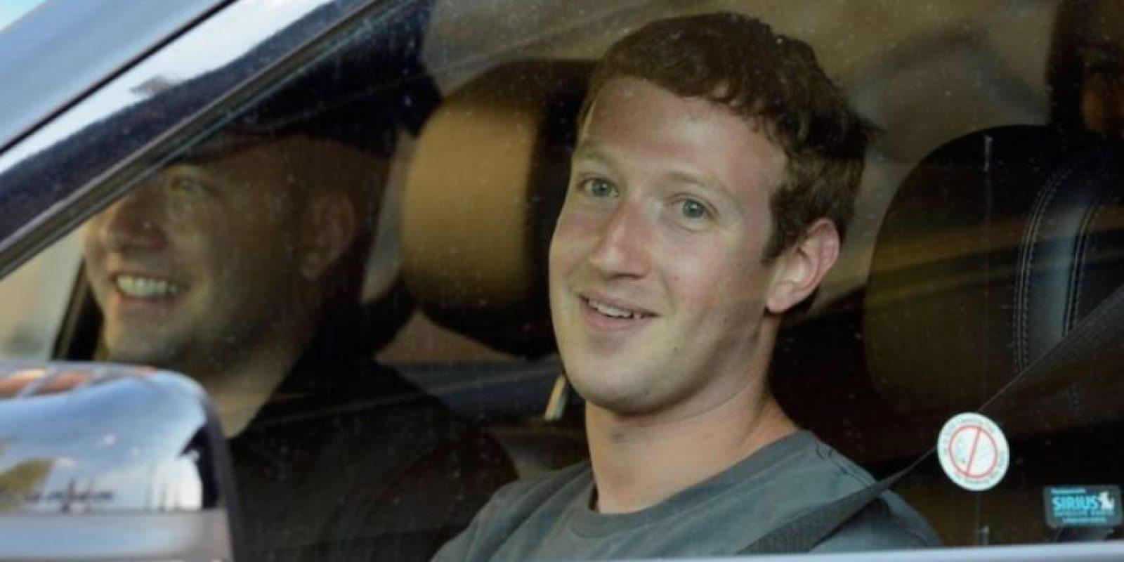 Conduciendo su auto por California en julio de 2012. Foto:Getty Images