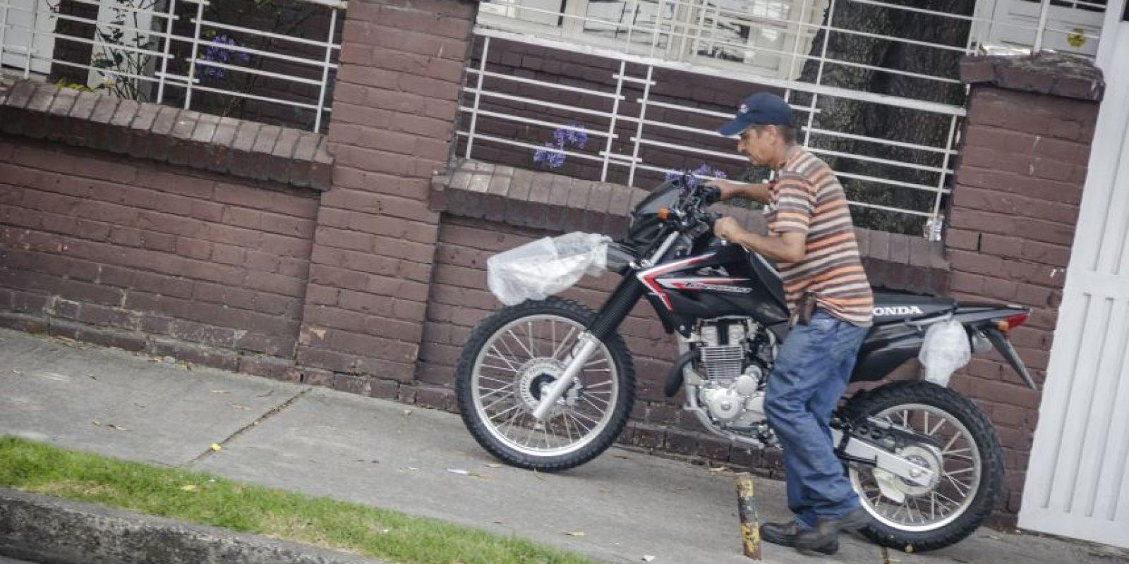 Circular por los andenes, ciclovías o separadores es ilegal. Foto:Carlos Bernate – Publimetro