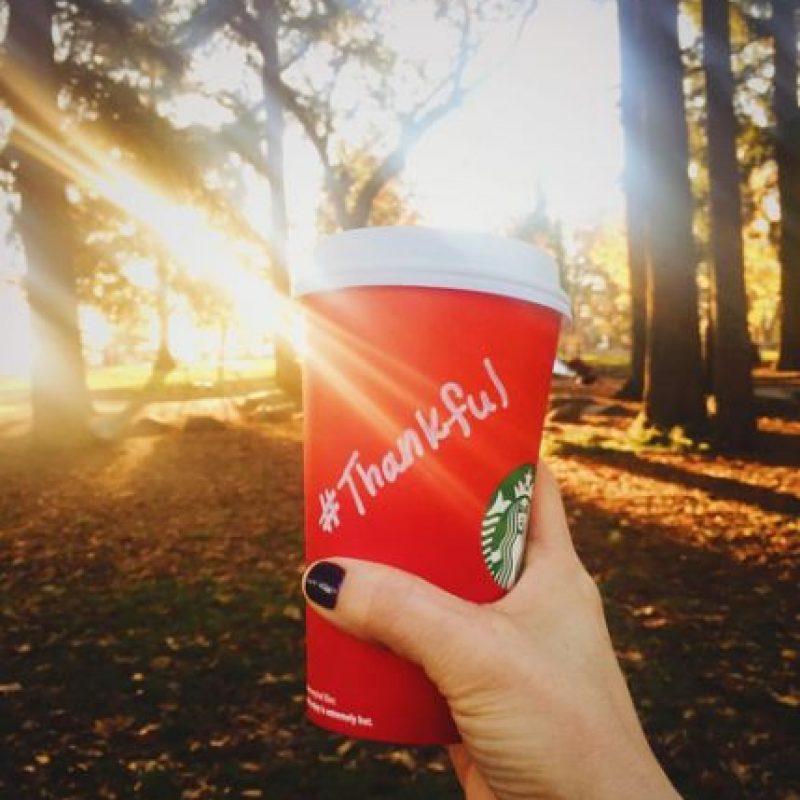 En las redes de la compañía han publicado diversas fotos de los vasos con diseños o mensajes hechos por los clientes. Foto:Vía Instagram.com/Starbucks