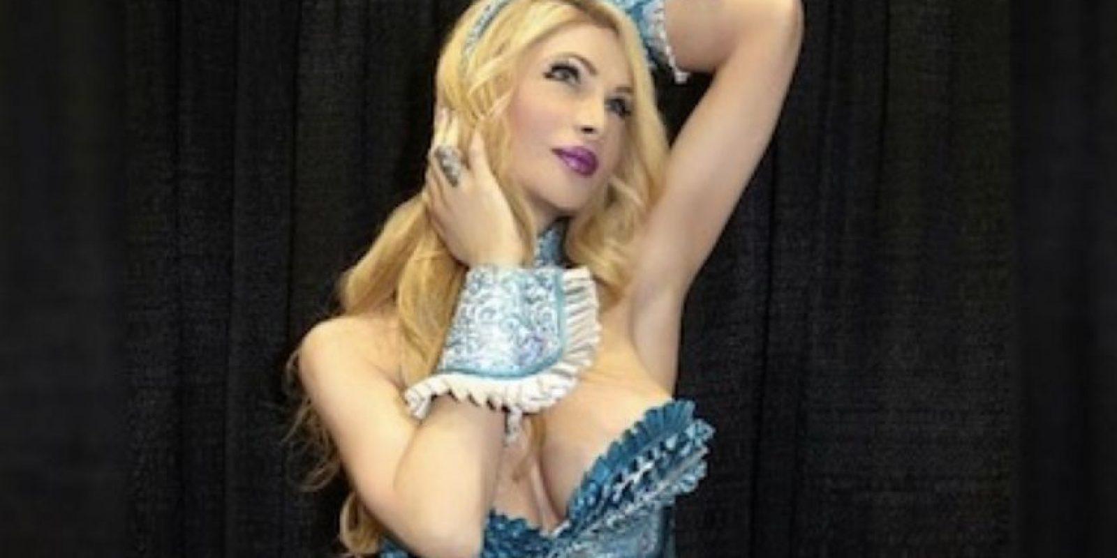 """La mujer ha gastado alrededor de 200 mil dólares en cirugías plásticas con la intención de parecerse a la esposa de """"Roger Rabbit"""". Foto:vía Instagram/cassandracas21"""
