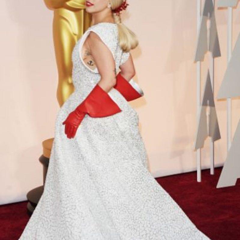 Los guantes de fregar de Lady Gaga fueron muy recordados en los Oscar. Foto:vía Getty Images