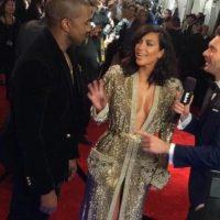 Kim Kardashian en los Grammy, con un vestido de Gaultier que parecía más la bata de un luchador de los años 70. Foto:vía Getty Images