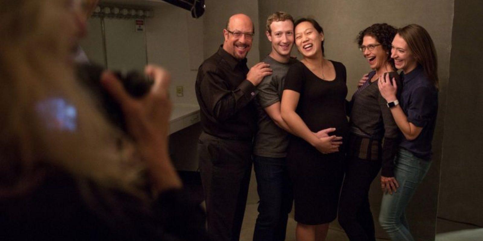 Sus amigos los rodean en todo momento. Foto:facebook.com/zuck