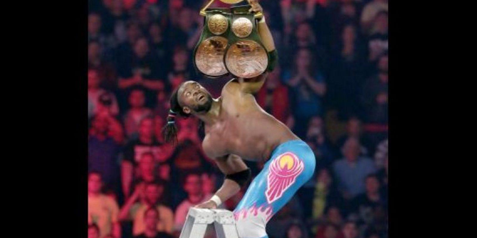 Kofi Kingston alcanzó el cinturón y The New Day retuvo el Campeonato en Parejas Foto:WWE