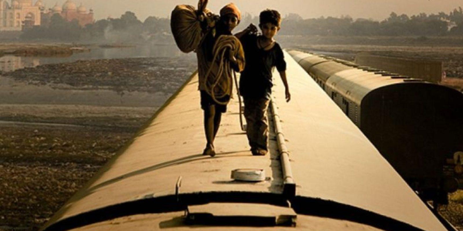 """11- """"¿Quién quiere ser millonario?"""" es una película Indio-británica del 2008, dirigida por Danny Boyle y escrita por Simon Beaufoy, ganadora de 8 Premios Óscar. Foto:Film4 / Celador Films"""