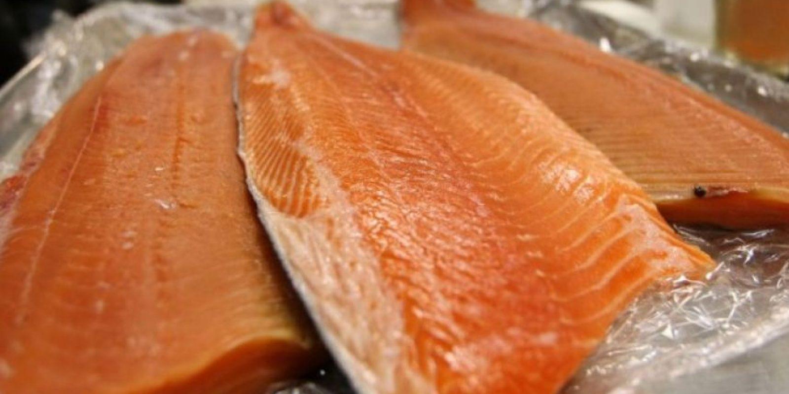De acuerdo a un estudio de la Universidad de Albany, Nueva York, este tipo de salmón se encuentra contaminado con químicos cancerígenos Foto:Getty Images