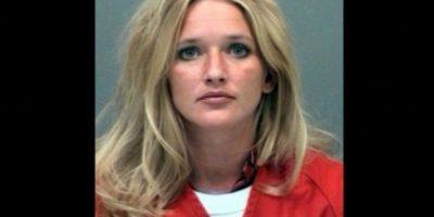 Carrie McCandless fue acusada de tener contacto sexual con una estudiante de 17 años de edad durante un campamento escolar Foto:Jefferson County Jail