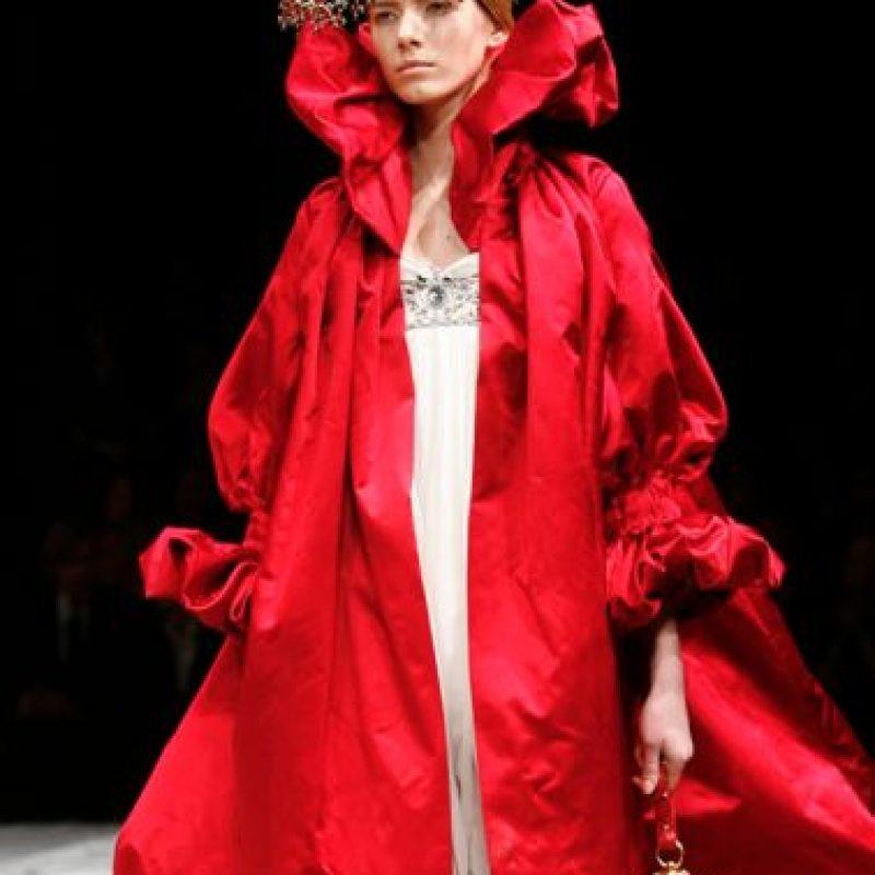 Alexander McQueen inspiró una de sus colecciones en el vestuario de esta reina. Foto:vía Getty Images
