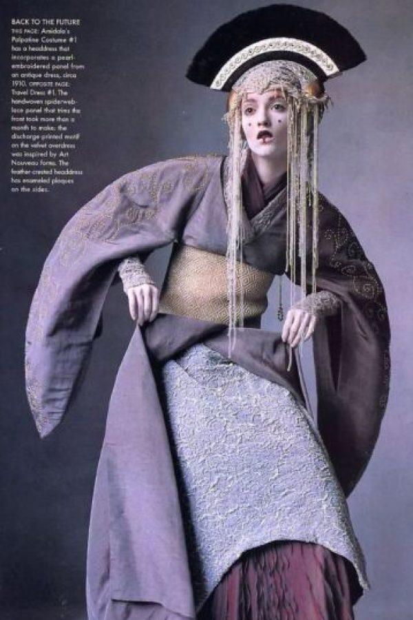 """Los vestidos de la reina Amidala, inspirados en los atuendos imperiales de China y Mongolia, se pueden apreciar con más detalle en el libro """"Star Wars Fashion"""". Foto:vía Star Wars Fashion"""