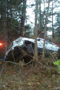 El auto se volcó y Michael Clary aseguró ver a un hombre joven cerca al auto. Foto:vía Facebook/Michael Clary