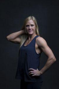 Estudió en la Universidad de Nuevo México. Precisamente, en 2001, su instructor de aeróbicos la invitó a comenzar a practicar kickboxing, disciplina en la que logró ser campeona nacional. Se retiró con un récord de 6-0-2. Foto:Getty Images