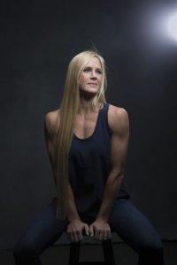 Durante su carrera como boxeadora logró ser campeona del mundo en tres pesos diferentes.