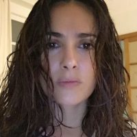 Salma Hayek sin maquillaje Foto:vía instagram.com/salmahayek