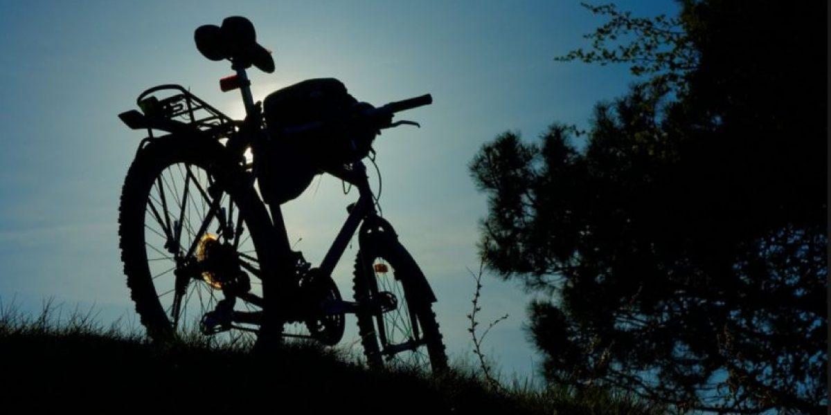 Video: Ciclista sobrevive tras ser golpeado por tren bala