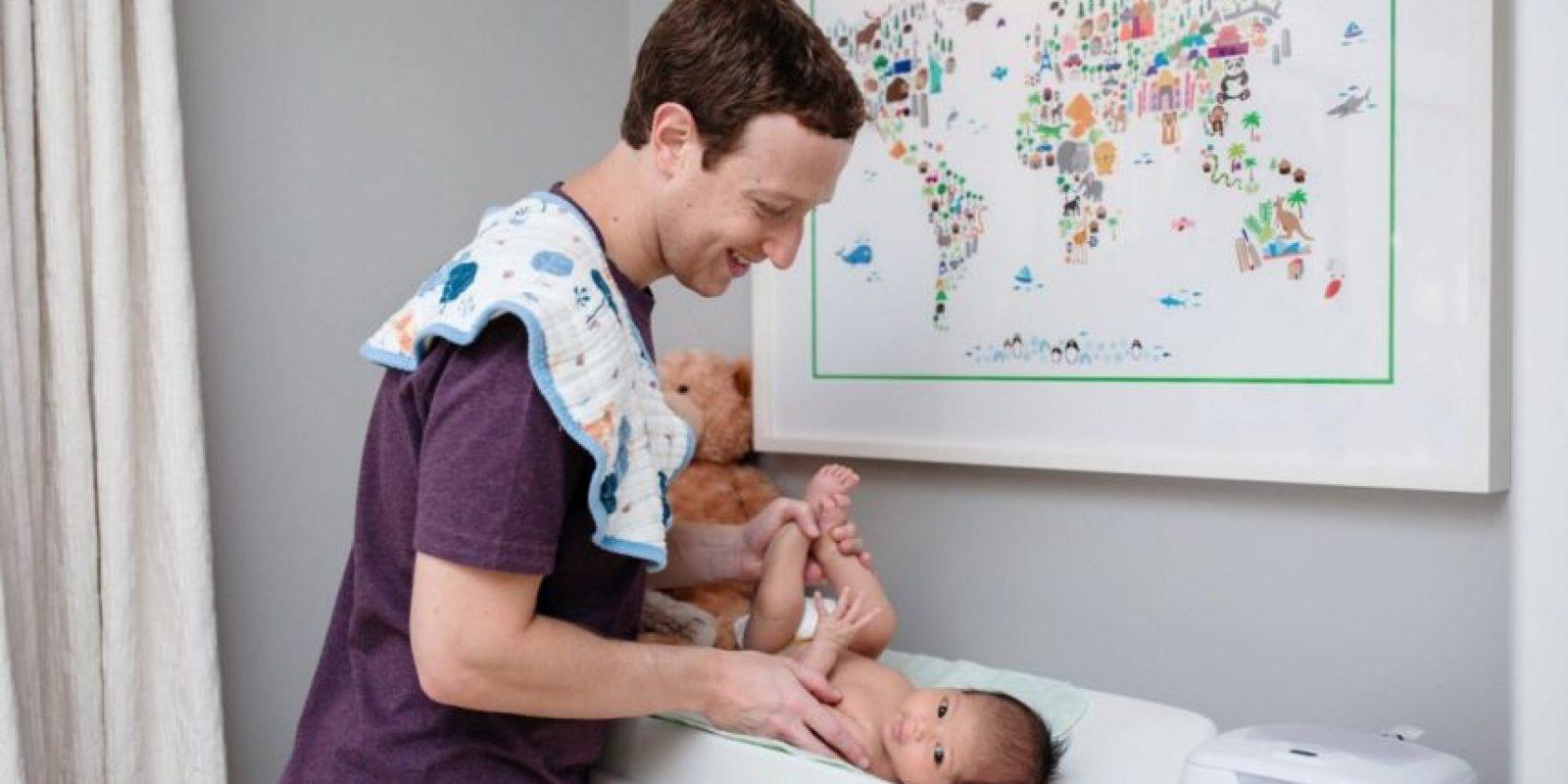Mark Zuckerberg está aprendiendo a cambiar pañales. Foto:facebook.com/zuck
