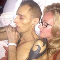 Él siguió luchando contra esta enfermedad, sin embargo, el tipo de cáncer que tenía era muy agresivo. Foto:Vía Facebook/Dean.wharmbypt