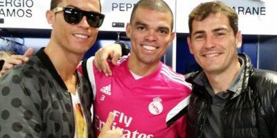 Con sus amigos Cristiano Ronaldo y Pepe. Foto:Vía instagram.com/ikercasillasoficial