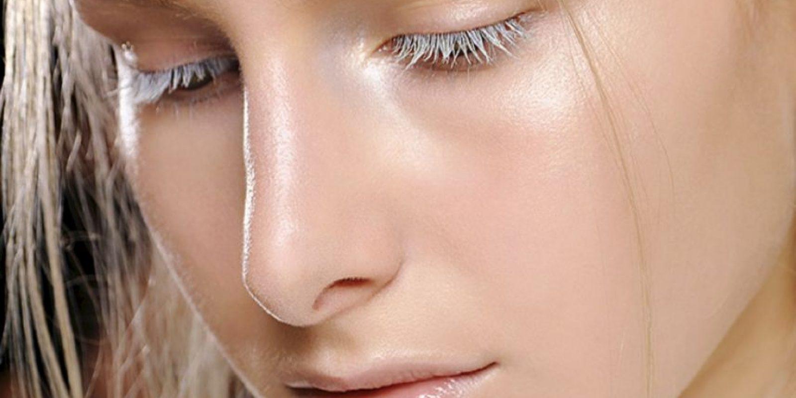 Toro recomienda el strobing, técnica que ha reemplazado poco a poco la impuesta por Kim Kardashian. Se usan productos más ligeros. La idea es dejar la piel natural y sana, con énfasis en la luz y no en los rasgos. Foto:vía Fashion Radicals