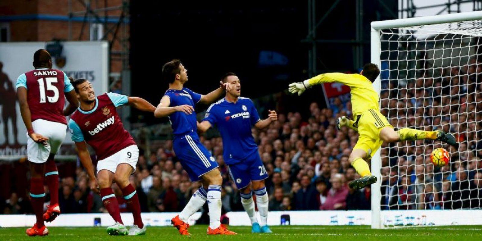 Carroll es un delantero inglés que destaca por su corpulencia a la hora de disputar el balón Foto:Getty Images