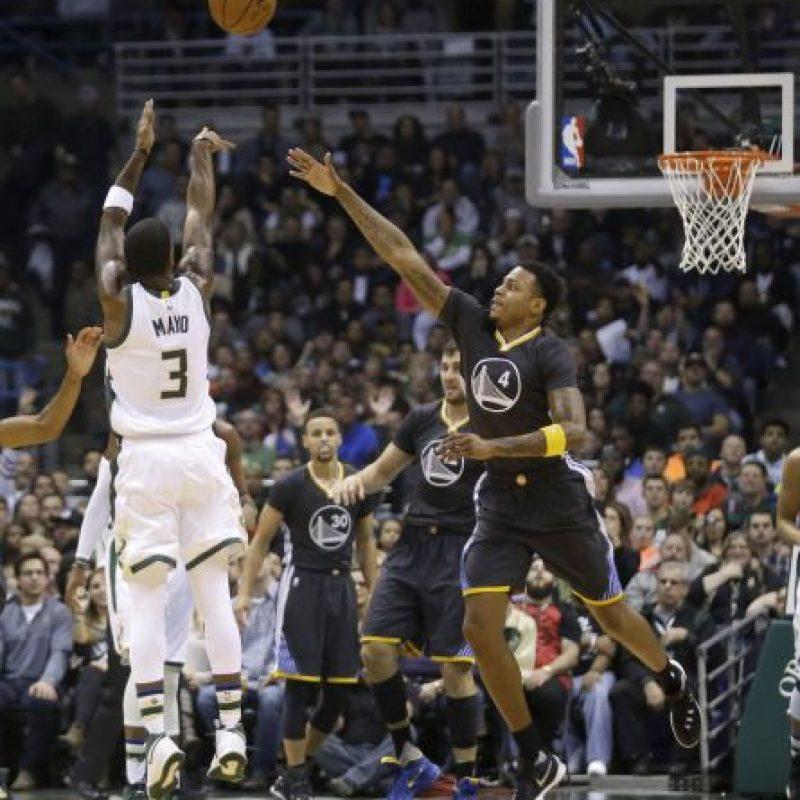 Los jugadores de los Bucks celebraron en grande el triunfo sobre los Warriors de Stephen Curry Foto:Getty Images