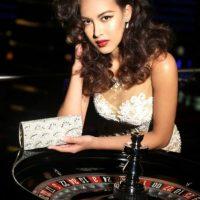 Lisa White es Miss Singapur Foto:vía facebook.com/MissUniverse
