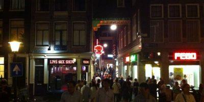 La zona es conocida por las tiendas relacionadas con la sexualidad. Foto:Vía Flickr