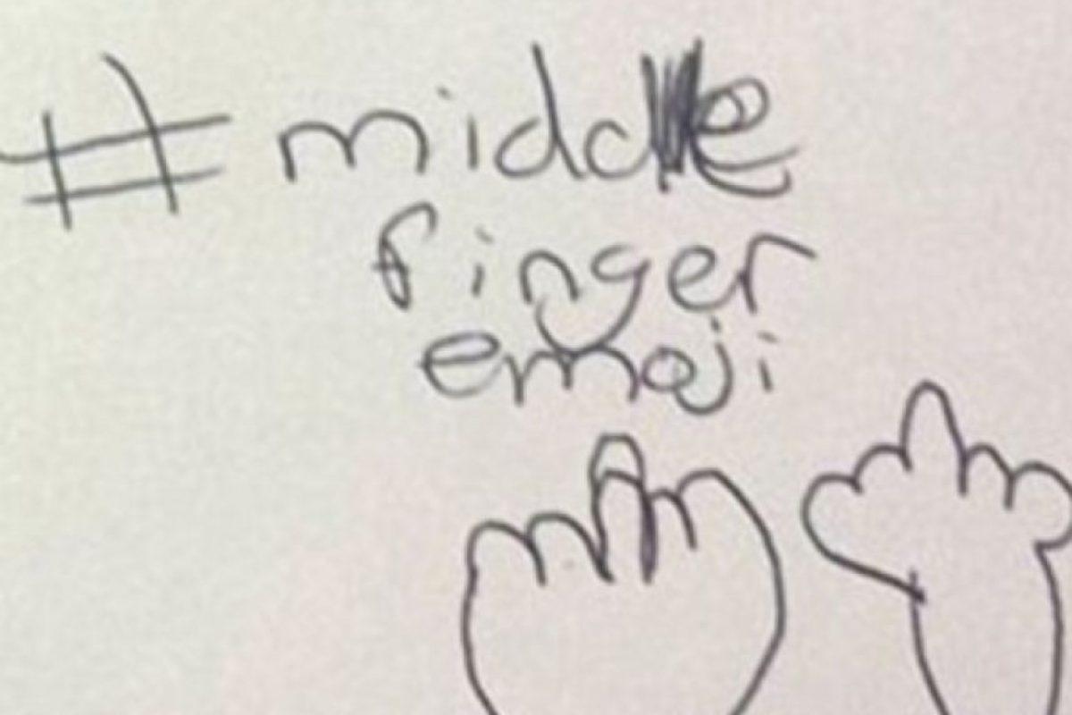 4. #Emoji del dedo de enmedio Foto:Vía Facebook/nicki.adamsmorton
