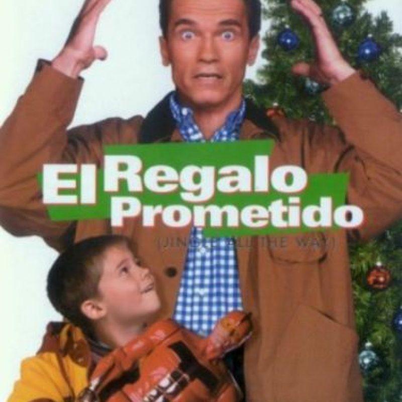 """8- """"El Regalo Prometido"""". La trama se enfoca en la batalla de dos padres por conseguir una figura de acción (Turbo-Man) para sus respectivos hijos, a última hora en víspera de Navidad. Foto:1492 Pictures"""