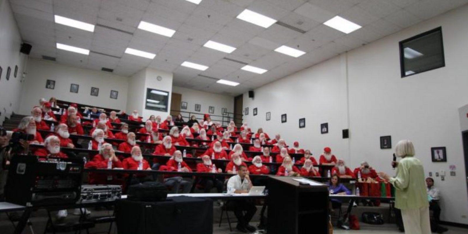 La empresa Noerr Programs Corp. comboca a todos aquellos Santas que buscan perfeccionar sus habilidades. Foto:Vía facebook.com/noerrprograms