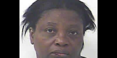 Dawn Meikle, fue acusada de agresión doméstica Foto:St. Lucie County Jail