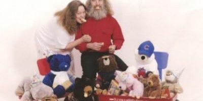 Ellos aman los peluches. Foto:Awkward Family Photos