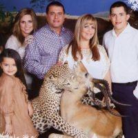 Una Navidad en el Serengeti. Con amor. Foto:Awkward Family Photos